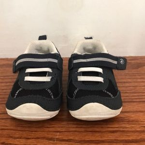 Carters boys sneakers size 4